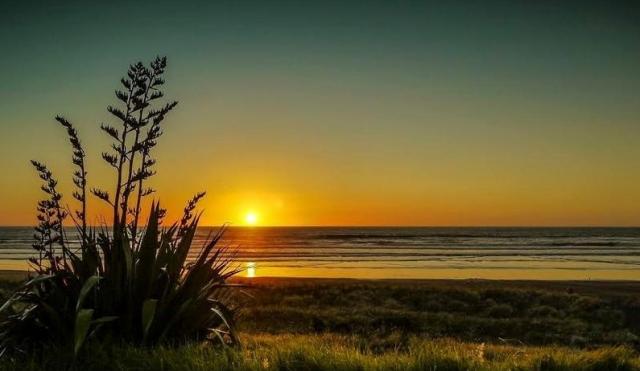 midway-beach-by-sapphire-baker-from-www-hawkesbay-co-nz
