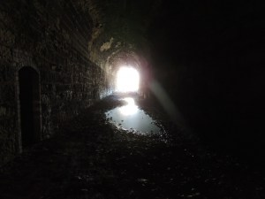 darkness-tunnel111