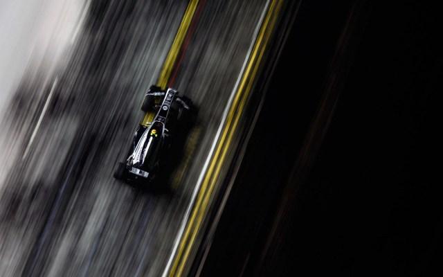 7029115-formula-1-race-track-car